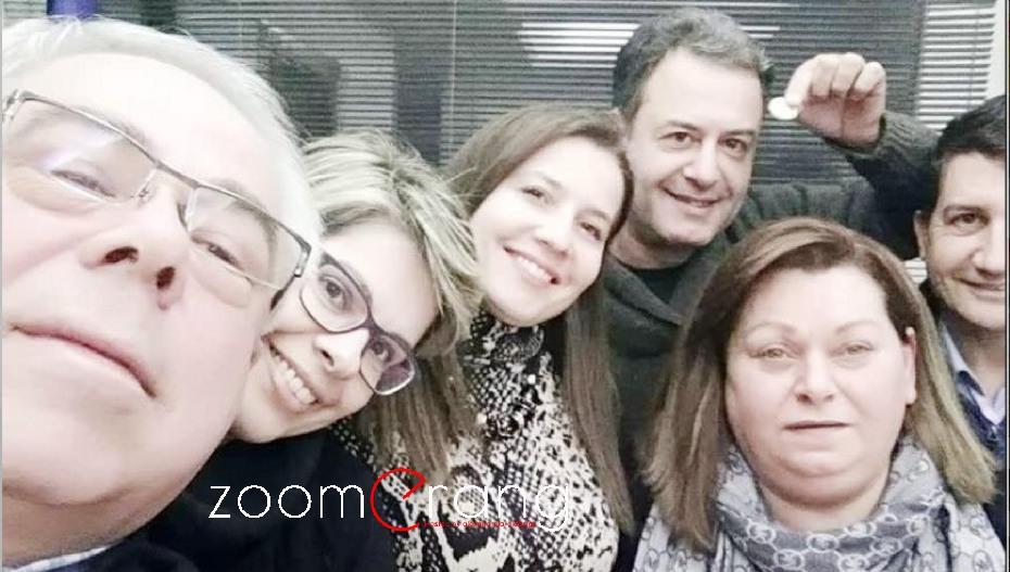 Το groupfie της τοπικής ΝΔ Βέροιας και μια παλιά ιστορία με την οικογένεια… Κλίντον!