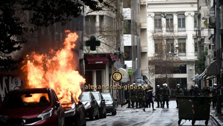 Έκαψαν το αυτοκίνητο του δημάρχου Νάουσας στο συλλαλητήριο της Αθήνας