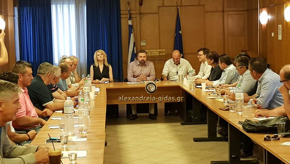 Ανακοινώθηκαν μέτρα στήριξης των ροδάκινων, σε σύσκεψη που πραγματοποιήθηκε σήμερα στην Αθήνα